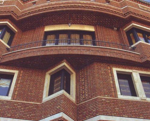 زیبایی ساختمان ها با نمای بالکنی در بارسلون