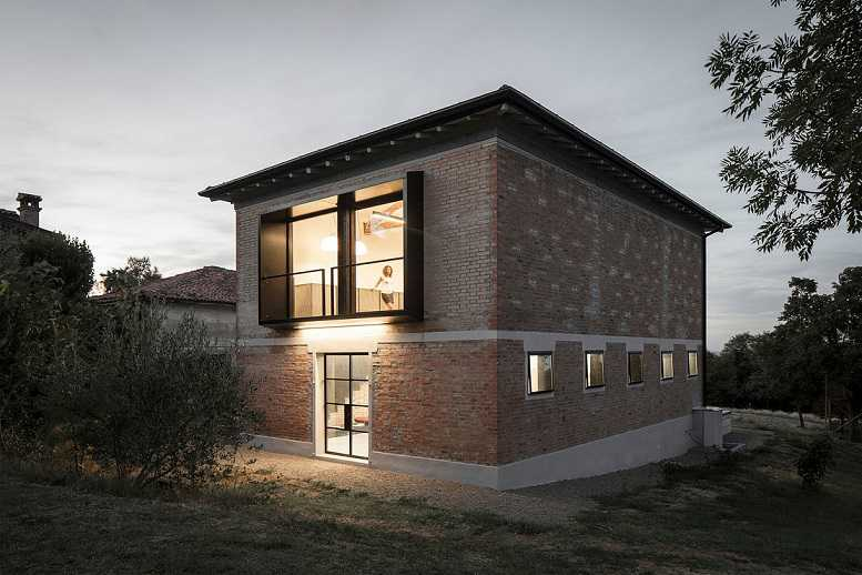 خانه آجری مدرن